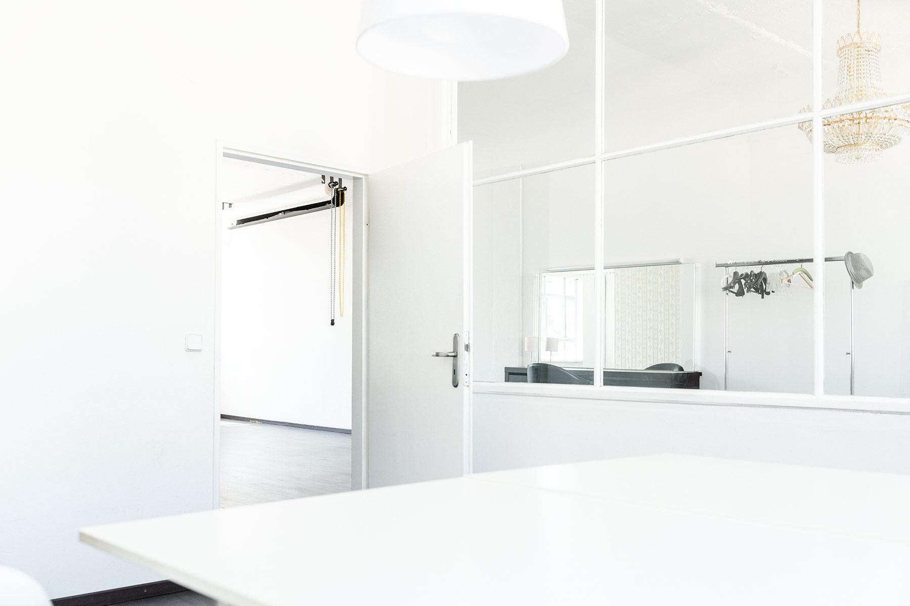 ocean studio berlin photo studio for rent in berlin. Black Bedroom Furniture Sets. Home Design Ideas